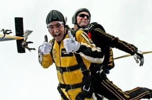 tandem-skydivers-500